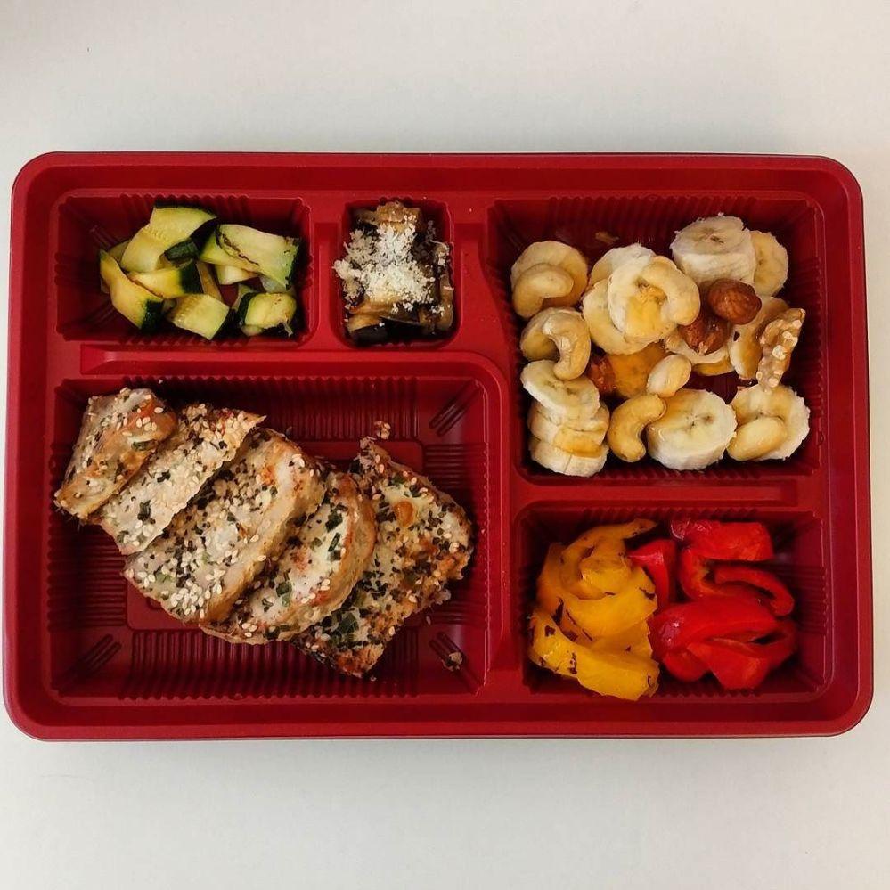 Pranzo a settori ☺🍛 #bento #japan #bentobox #tonno #banana #verdure #griglia #brescia vs japan #lightfood #dukan #diet #weightloss #fitness #fitfood #chef #cheflife #protein #cucinaproteica #cucinadulight