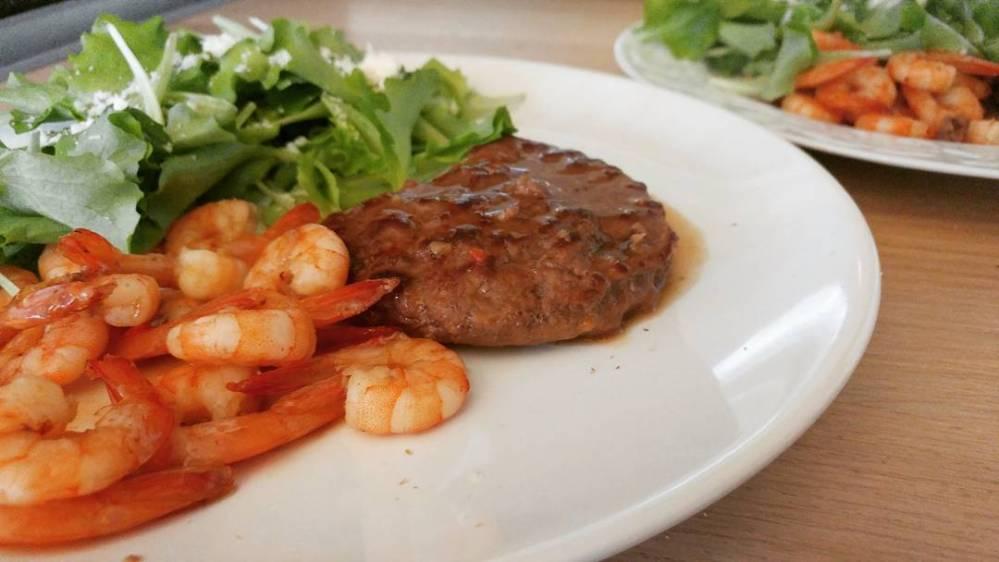 #hamburger #salsa #gamberi #insalata #protein #lightfood #dukan #diet #chef #cheflife #fast & #easyfood #lunch #healthylife #fitness #cucinaproteica #cucinasana #cucinadulight