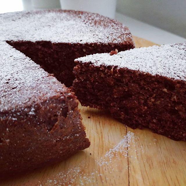 In origine era un preparato per mug (che trovate su tibiona nella sezione dukan-preparati dulight)...poi è diventata una sofficissima torta al cacao!🌈😍 #mugcake #preparati #tibiona #dukan #diet #dieta #lightfood #fitness #fitfood #benessere #cake #cacao #wayoflife #chef #cheflife #bresciafood #cucinaproteica #cucinadulight