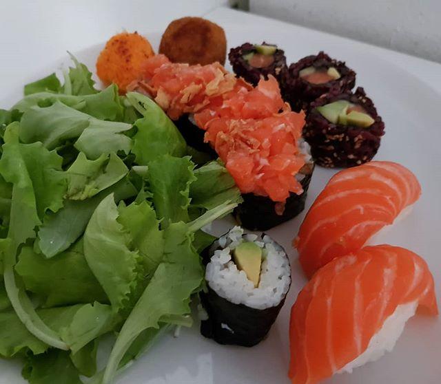 #sushi #sushitime #rolls #insalata #polpetta #dinner #dukan #diet #dietadukanitalia #fitness #cibosano #informa #benessere #japan #perderepeso #protein #light #chef #cheflife #stiledivita #cucinaproteica #cucinadulight