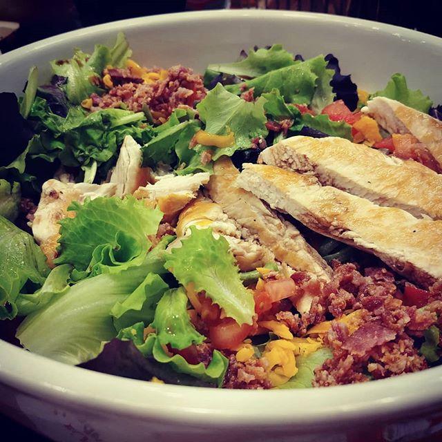 #salad #insalatona @jhonny_rockets #pollo #bacon #cheddar #lunch #menu #fast & #easyfood #protein #vegetables #cucinadulight
