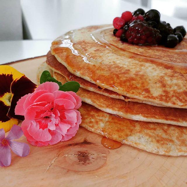 I pancakes alla banana sono una colazione da campioni con la C maiuscola!🌺🍀🌻🍌 #pancakes #banana #dukan #diet #dieta #quartafase #preparati #tibiona #redfruits #flowers #benessere #cibosano #fitness #fitfood #informa #fitmum #chef #cheflife #bresciafood #cucinaproteica #cucinadulight