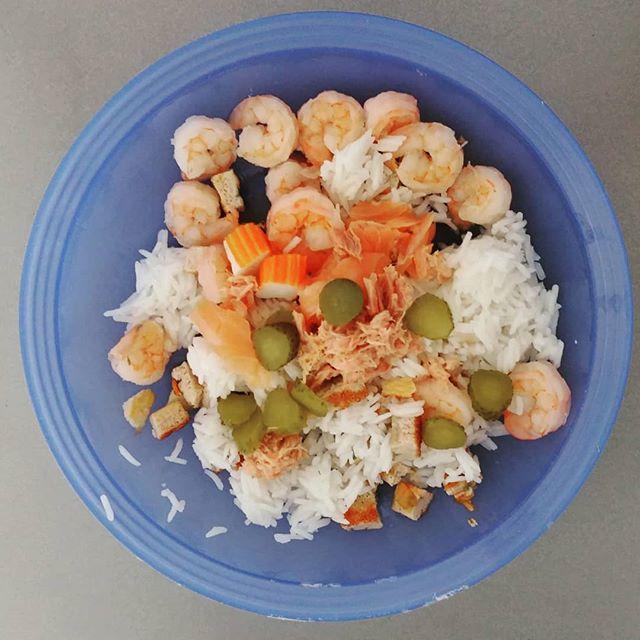 Pronta per la spiaggia! Riso basmati, mazzancolle, salmone, tonno e cetriolini Il prossimo anno apro un chiosco!😆😜 #lunch #jesolo #jesolo2018 #rice #riso #basmati #mazzancolle #salmone #tonno #cetriolini #dukan #diet #quartafase #fitness #lightfood #fitfood #sport #bbg #bbgitalia #cibosano #informa #protein #benessere #easyfood #fastfood #health #healthyfood #cucinaproteica #cucinadulight