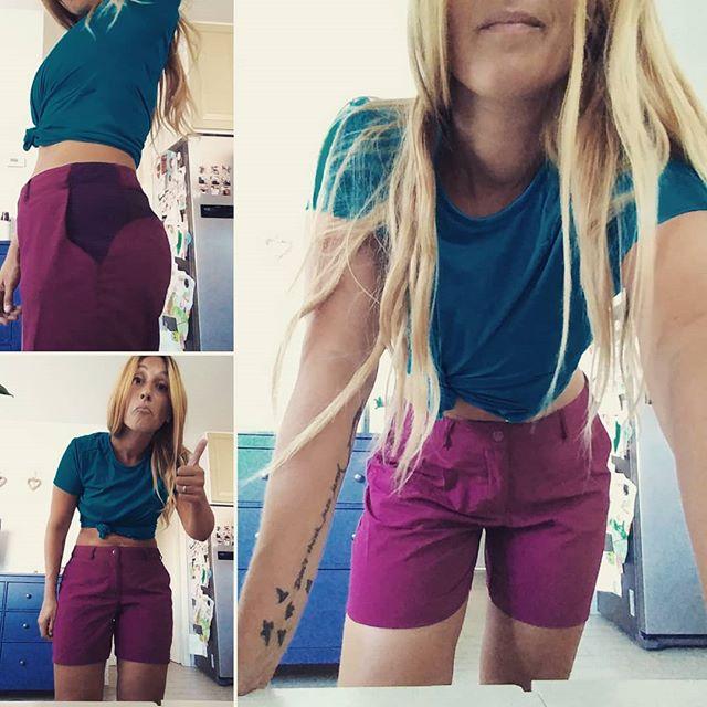 La mia evidente sorpresa nell'appurare che il completino trekking comprato da @decathlonitalia mi sta a pennello (oggi c'era così tanta gente che i camerini sembravano un miraggio lontano, quindi ho acquistato alla cieca!😆)!!! Ci sono sconti incredibili e pantaloncini+ maglietta son costati meno di 15 euro. No, Decathlon non mi paga per dirvelo, purtroppo! 😂 #decathlon #saldi #sport #trekking #running #fitness #shirt #shorts #summer #benessere #vitasana #wellness #health #healthylife #blogger #weightloss #dietadukanitalia #ddi #cucinaproteica #cucinadulight