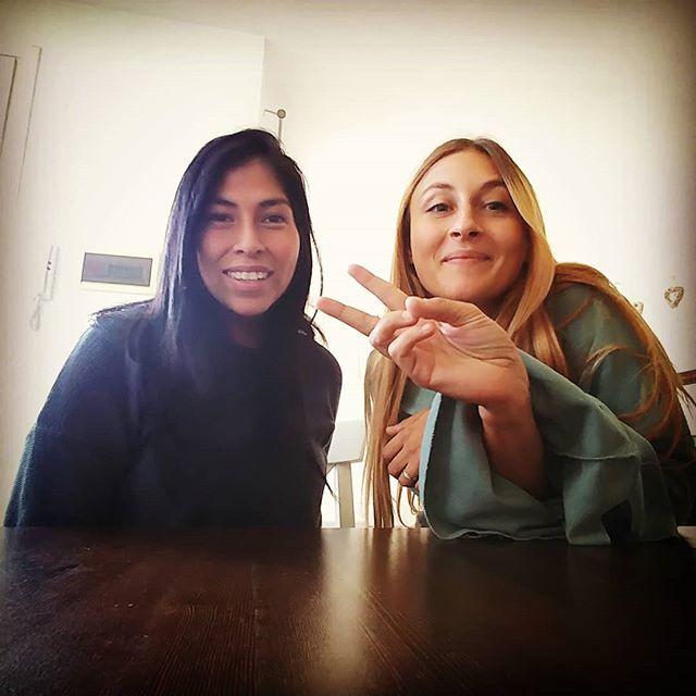 """""""Jessy sono a 2 passi da te!"""" Quando un'amica passa a trovarti è sempre una gioia! Grazie a @pesenti_daniela e al suo potteriano figlio per essere venuti a casa nostra!❤💙 Il villaggio s' incontra! #friends #labiondaelamora #incontri #amicizia #risate #matte #felicità #friendship #nellamiacucina #caffe #fun #cucinaproteica #cucinadulight"""