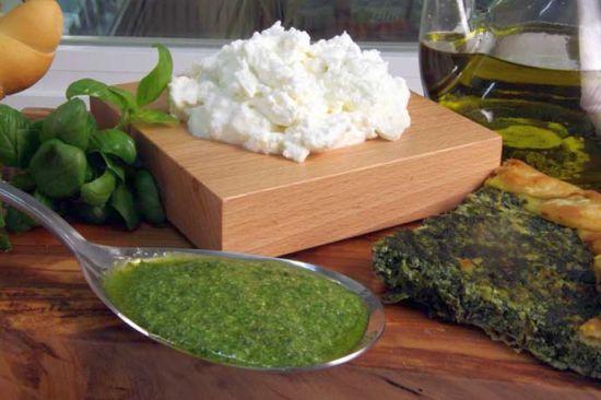Pesto con prescinseua (Pesto con quagliata)