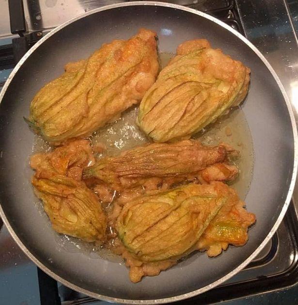 Friscieu de scioi de sùcchin (Fiori di zucchine fritti)