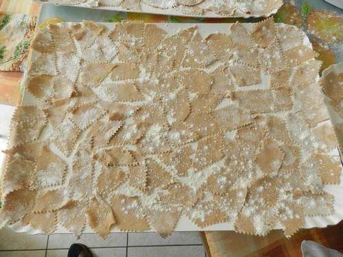 Battolli con tocco giancu de funzi (Lasagnette di farina di castagna con salsa bianca di funghi)