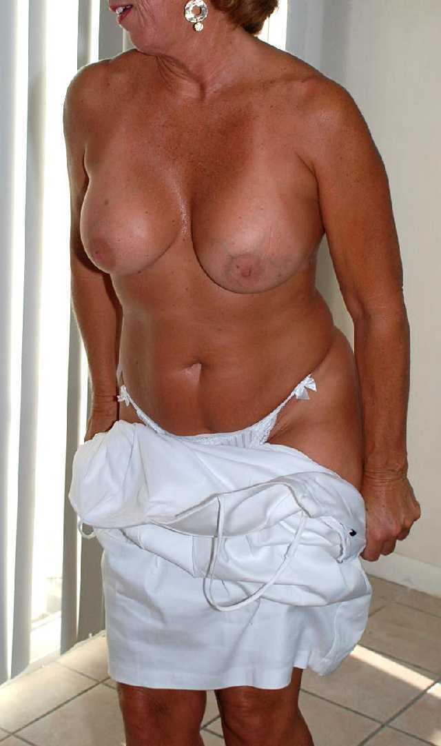 Hot lesbian threesome porn xxx