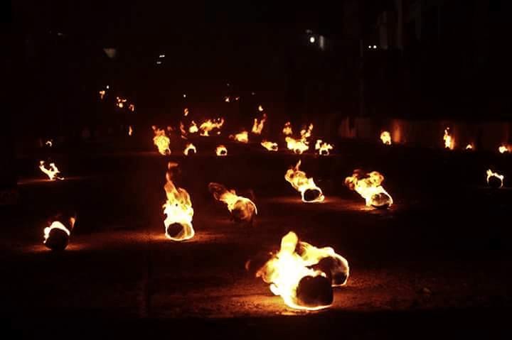 Bolas de fuego en 'La Recuerda' de Nejapa. (Fotografías: Bladimir Jiménez)