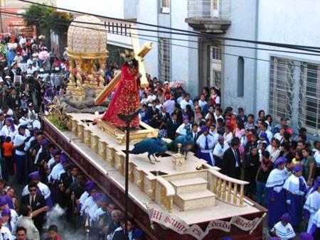 andas procesionales Jesús Nazareno y Virgen de Dolores Beaterio de Belén. Foto: Wilfred Monroy