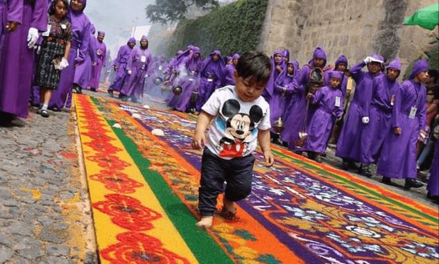 el niño que camino en la alfombra con jesus de la humildad