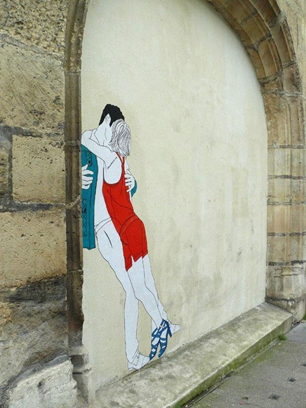 - Kissing Lovers Street Art by Claire Streetart  <3 <3