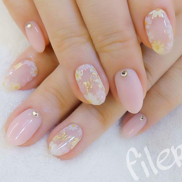 Daisy Flowers Painted On Light Pink Nails Decorated With Single Diamante A Pretty Yet