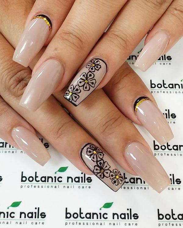 Fake Nails Might Not Really Look That Great Without Any Design At All