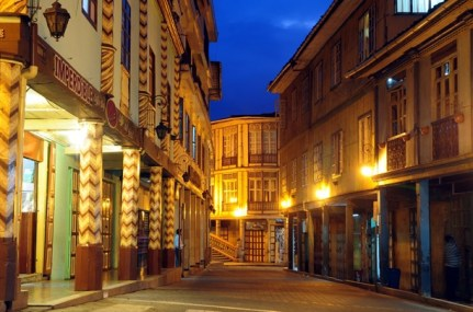 Zaruma's steep streets are usually crowded with pedestrians and cars.