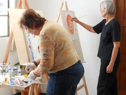 An art class at Four Rivers Center for the Creative Arts in Cuenca.