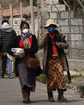Two women wear masks Friday afternoon in Mulalo.
