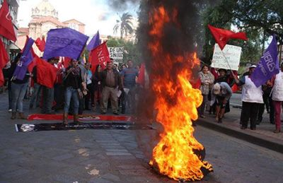 Protesters set fire to debris on Simon Bolivar near Cuenca's Parque San Blas.