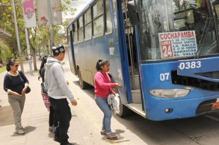 The owners of buses say they will shut down service in 30 days if their demand for a fare increase is not met. Photo credit: El Mercurio