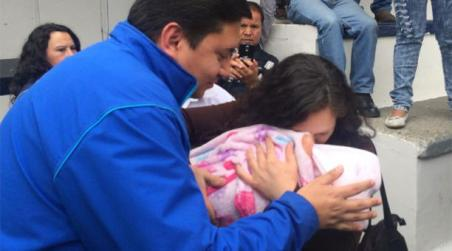 The kidnapped baby is reunited with her mother in Cuenca.