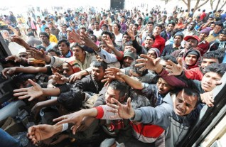 chl immigration-crowd