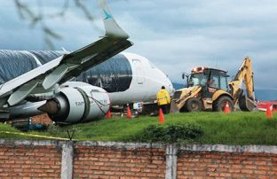 The Tame jet that skidded off the runway. (El Tiempo)