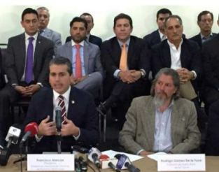 Ecuadorean Business Committee leaders at Wednesday press conference.