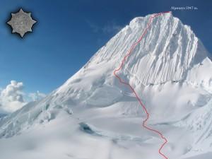 El Alpamayo de 5947 m, considerada como la montaña más bella del mundo