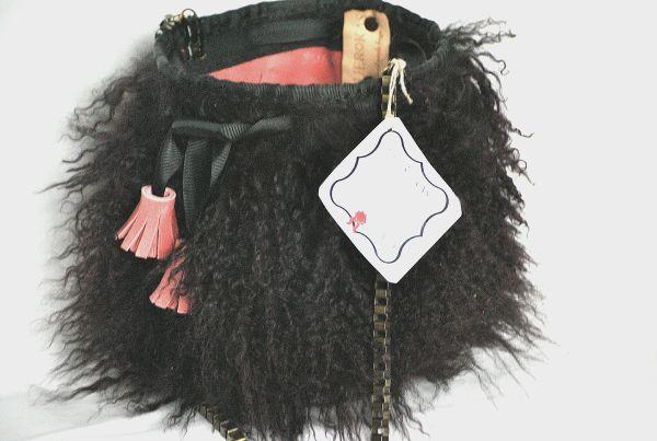 Bolso de pelo cordero mongolia en negro