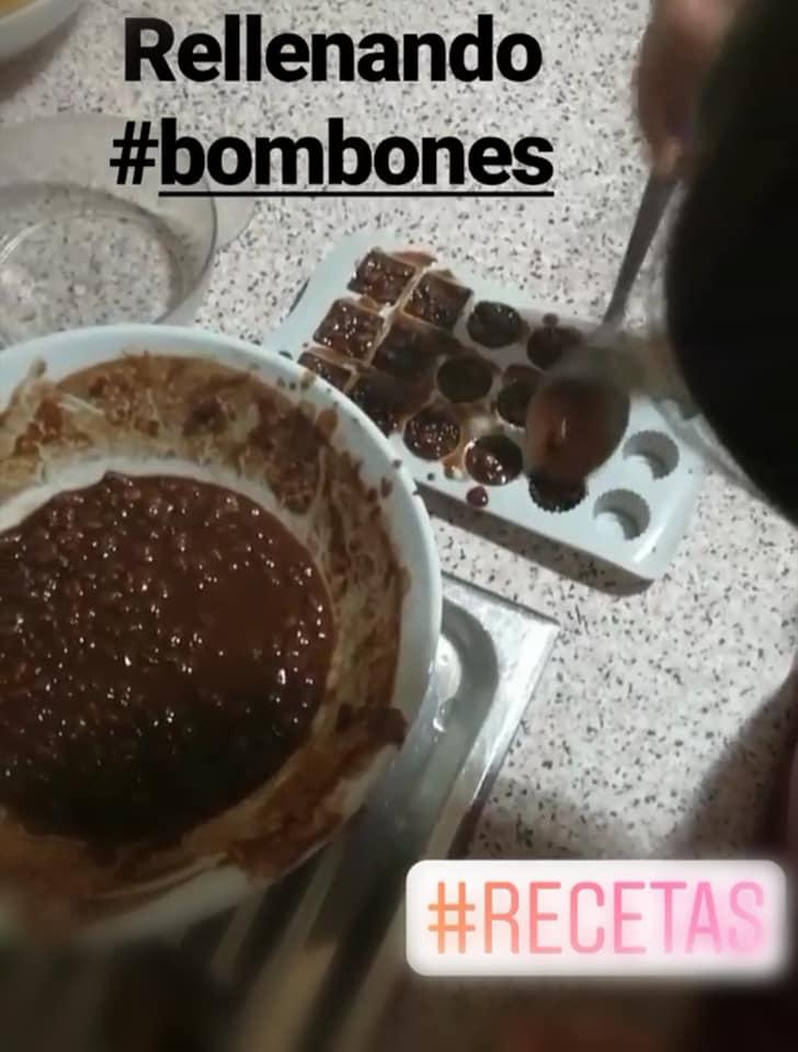 Bombones de chocolate, rellenamos los moldes