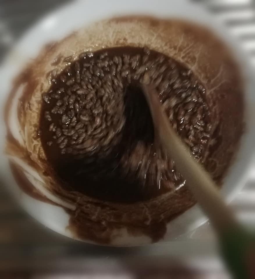 Bombones de chocolate. Añadir los choco Krispies a la mezcla