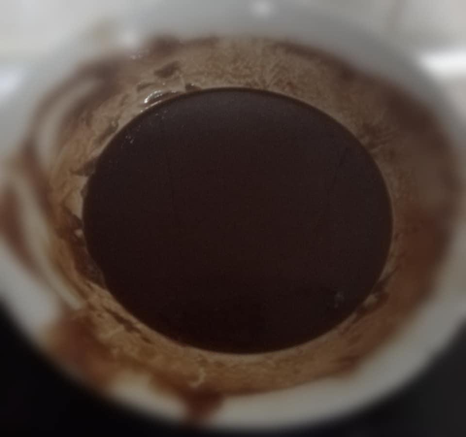 Bombones de chocolate. Dejar templar la mezcla de chocolate y mantequilla