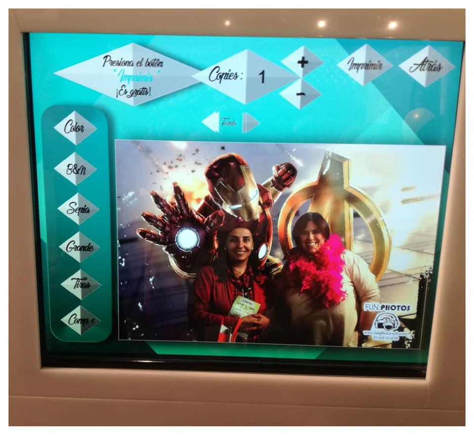 Mientras se siguen haciendo fotos los invitados podemos editar nuestra foto antes de imprimirla en el fotomatón
