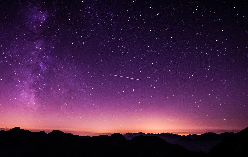 Salir a disfrutar de una lluvia de estrellas es un plan que habría que hacer una vez en la vida con nuestros hijos