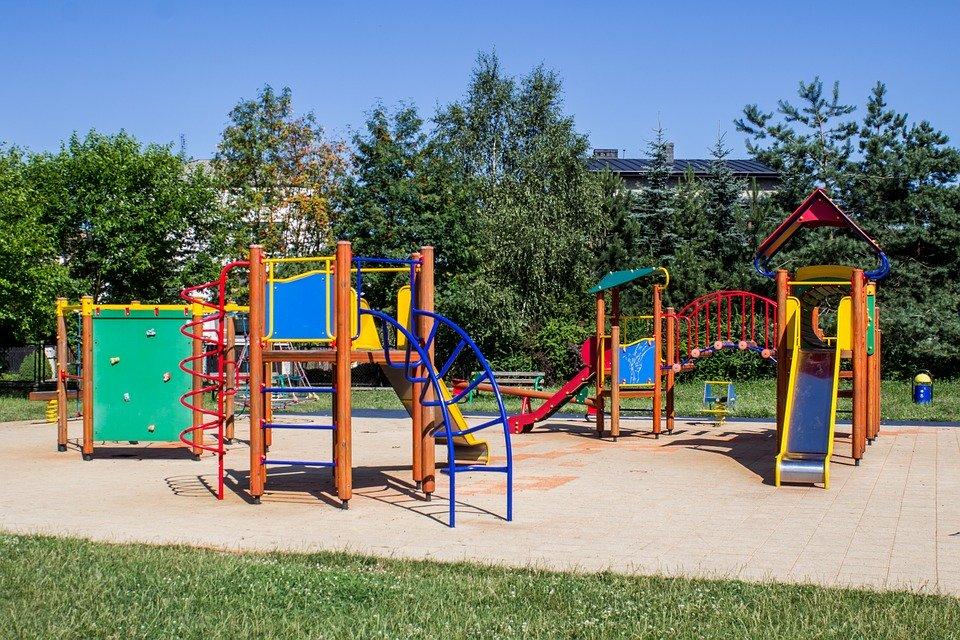 Los parques siguen cerrados al igual que los colegios. Cuándo vamos a pensar en la educación?