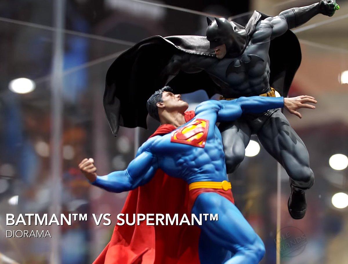 SDCC 2018 Sideshow DC Comics Batman vs Superman Diorama 001
