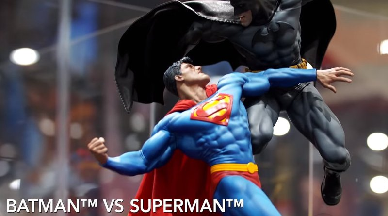 SDCC 2018 Sideshow DC Comics Batman vs Superman Diorama 001