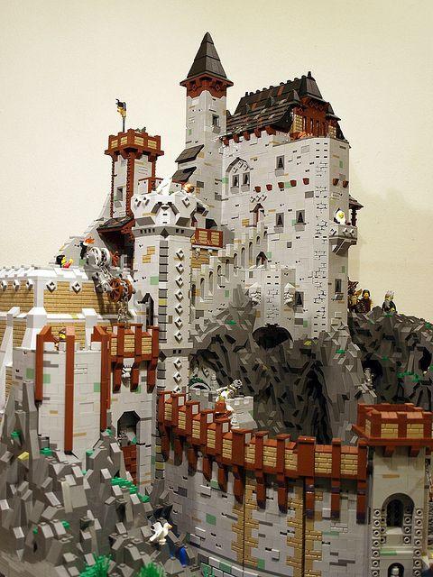 Enorme Castillo de LEGO en la montaña