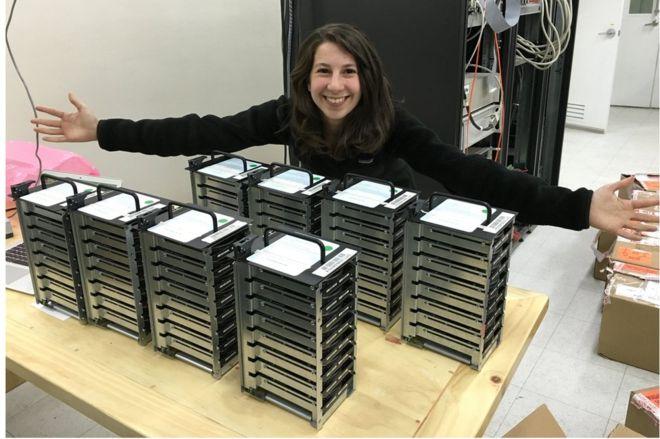 Pirmera imagen de un Agujero Negro Katie Bouman y los discos duros