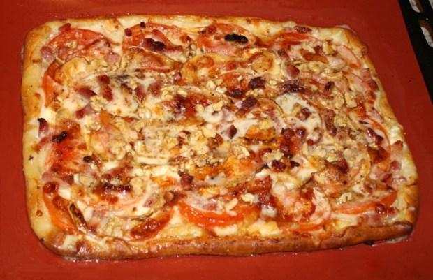 pizza chevre miel noix prepa 620x401 - Pizza au Chèvre, miel et noix