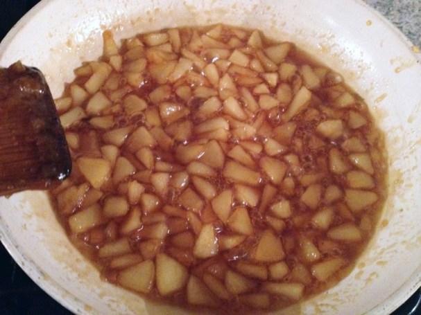 Recette de Nougat glacé aux poires et caramel au beurre salé