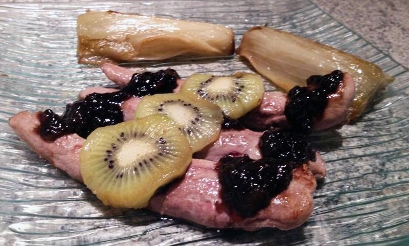 Aiguillettes de canard gras et confit balsamique au kiwi