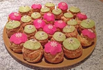 Recette de Choux à la crème de framboises et pistaches