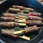 IMG 4085 - Yakitori boeuf fromage, salade tomate oeuf et carpaccio