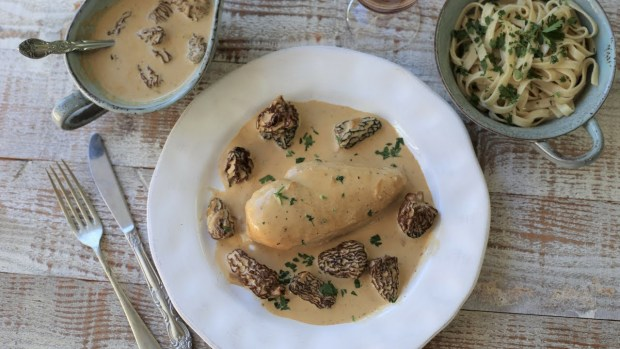 creamy chicken with morel mushroom sauce classic french recipes cuisine 620x349 - Pintade aux morilles