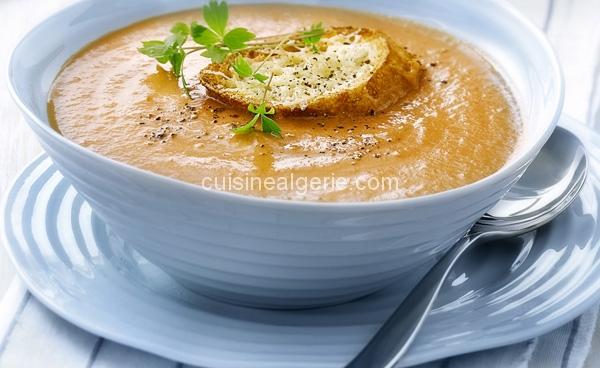 Soupe tomate à l'ail rôti