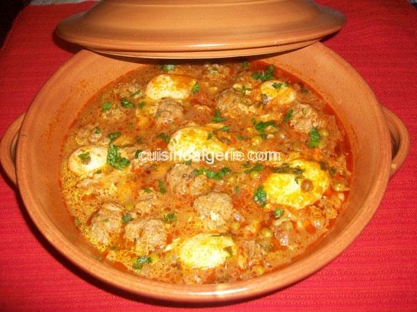 Tajine de petits pois aux œufs et boulettes de viande hachée