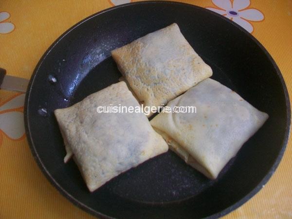 Crêpes fourrées aux fromage et oignons