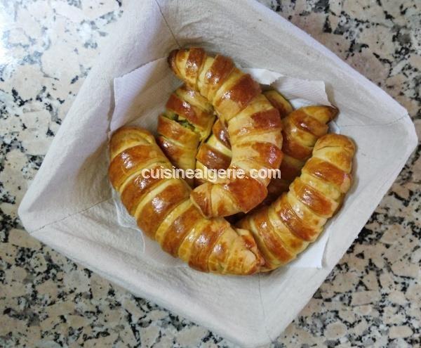 Croissants fourrés salés